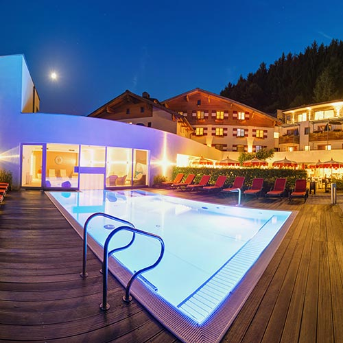 Familotel Amiamo Zell am See, Sommer Pool Abends