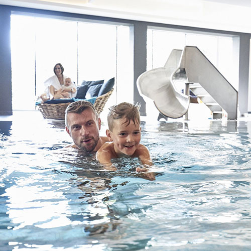 Schwimmbad im Familienhotel Amiamo, Familotel Zell am See