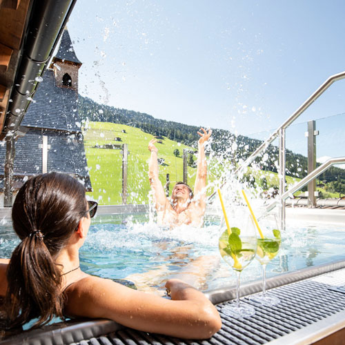 Familienhotel Galtenberg Family Wellness Resort, Outdoorpool im Sommer
