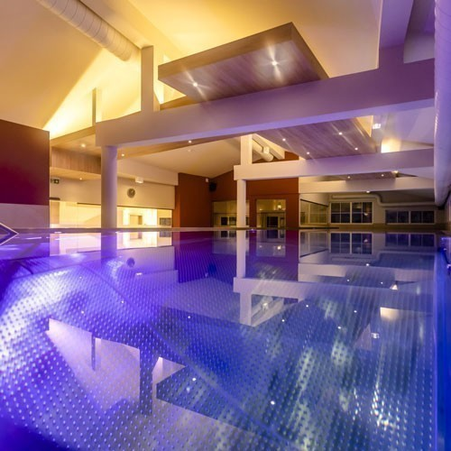 Familienhotel Galtenberg Family Wellness Resort, Pool in der Nacht