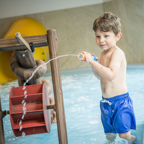 Familotel Landgut Furtherwirt, Kind im Kinderbecken, Kinderhotel mit Badelandschaft