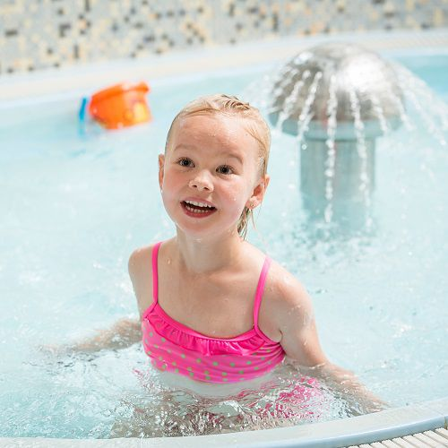 Familotel Landgut Furtherwirt, Kind im Pool, Familienhotel mit Hallenbad