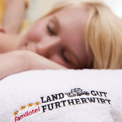 Familotel Landgut Furtherwirt, Frau bei Massage, Familienhotel mit Wellness
