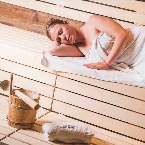 Familotel Landgut Furtherwirt, Mama in Sauna, Wellnessurlaub mit Kindern