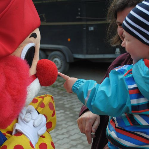 Familotel Landhaus Monikas Ferienhof, Kind mit Clown Happy, Kinderhotel