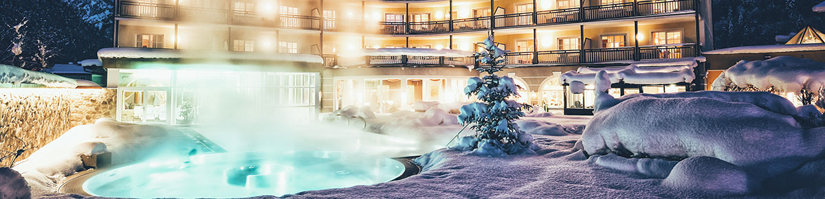 Familienhotel POST Family Resort, Hotelansicht im Winter