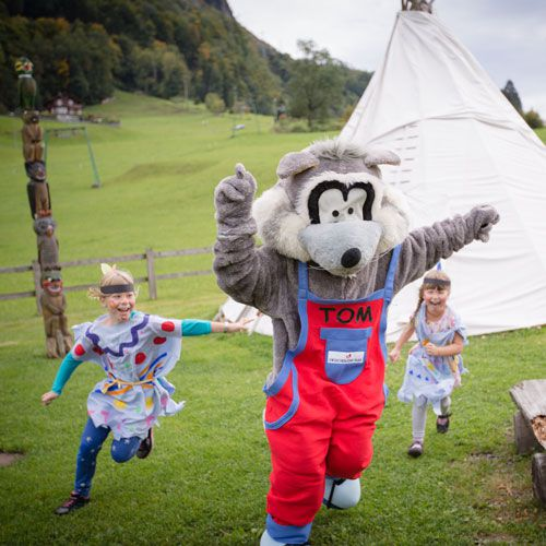 Familotel Swiss Holiday Park, Kinder am Spielplatz