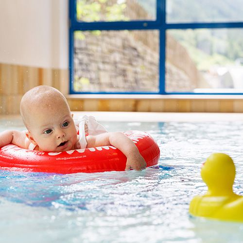 Familotel Wellness- & Familienhotel Egger, Baby im Pool, Babyhotel mit Schwimmbad