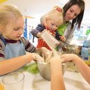 Familotel AIGO welcome family, Kinder beim backen, Kinderbetreuung