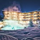 Familienhotel Post Family Resort, Hotelansicht Winter abends
