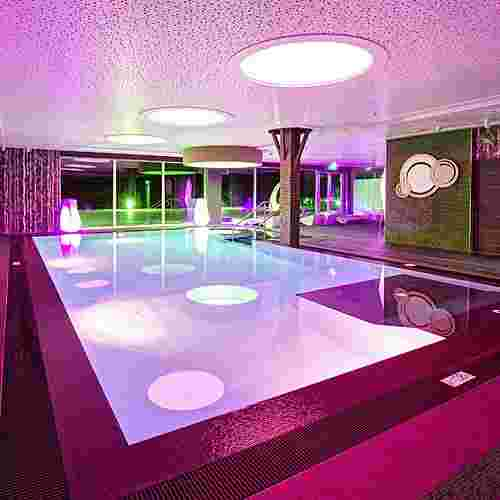 Familotel AIGO welcome family, Wellnessbereich mit Indoorpool
